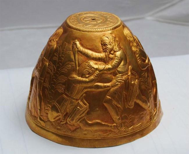 Un bong en or de 2400 ans
